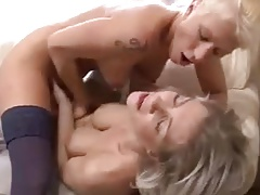 TWO HOT BLONDE GIRLFRIENDS on Camsfree.us